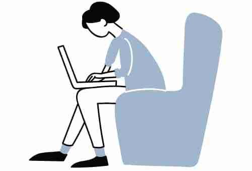 Aspirante estudiando en línea para Examen a la Universidad